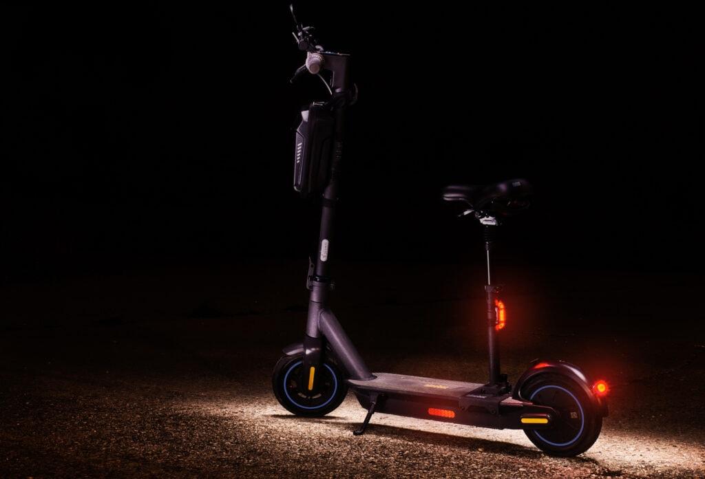 Segway Ninebot G30D lys om aftenen