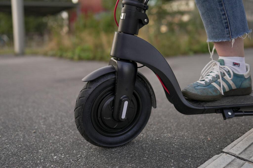 10-tommer fronthjul og motor på gorunner comfort el-løbehjul